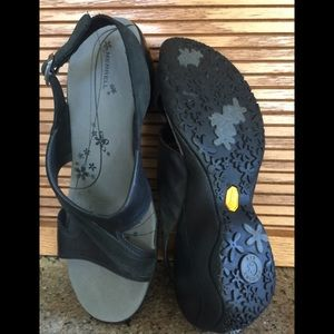 Merrell Sandal/Shoes, Size 9, Black, Nearly New!
